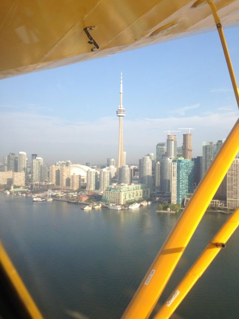 air show - cn tower
