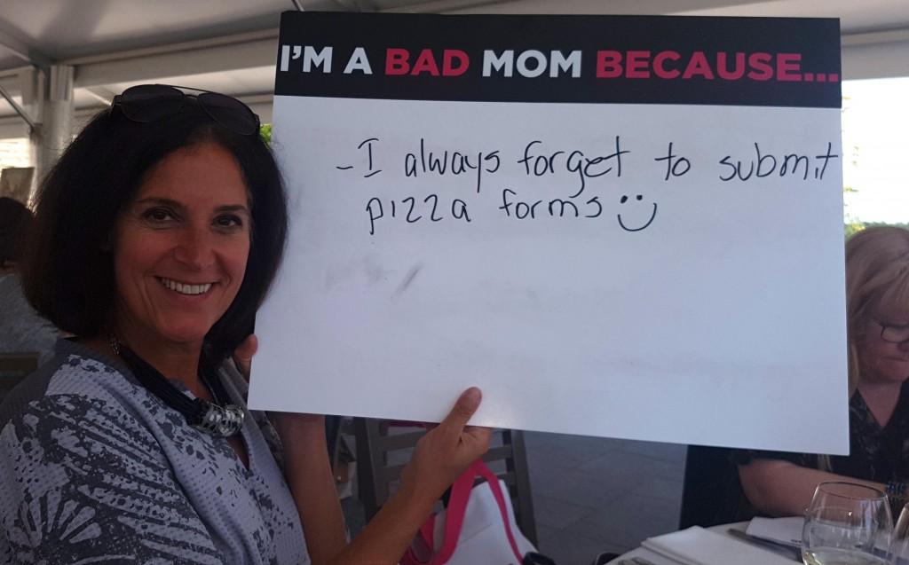 moms - sign:vicky2